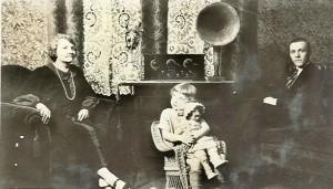 082  Norins Margit meddotter och Johan  USA
